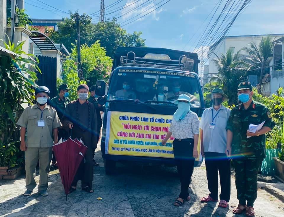 Biên Hòa: Chùa Phúc Lâm - TP.Biên Hòa trao 1200 phần nhu yếu phẩm đến các hộ ở trọ